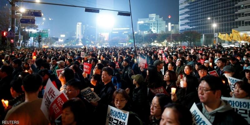 Séoul : des milliers de manifestants réclament la démission de leur présidente