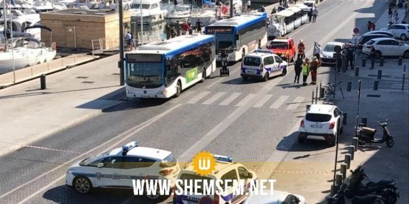 Marseille : un véhicule fonce sur deux Abribus, au moins un mort