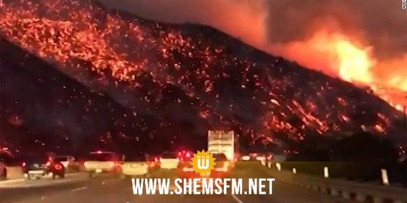 Le feu toujours très actif, Santa Barbara menacée — Incendie en Californie