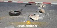 سيدي بوزيد: أهالي فطناسة يغلقون الطريق للمطالبة بإعادة تهيئة المقبرة