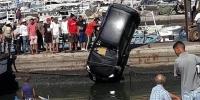 سقوط سيارة عائلية في ميناء صفاقس