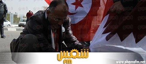 أنصار السيسي يحرقون العلم التونسي media_temp_139308734
