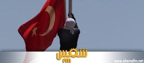 Actualités : Turquie : un militant Kurde arrache le drapeau national
