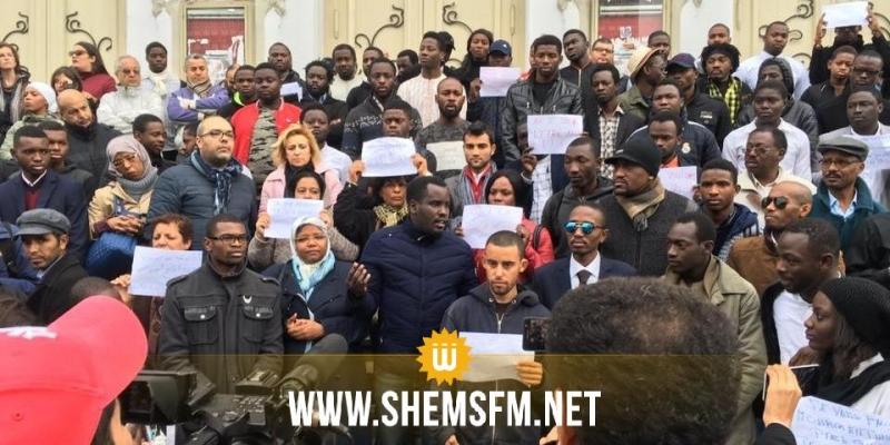 الاعتداء على 3 كونغوليين: وقفة إحتجاجية بالعاصمة للتنديد بالعنف ومظاهر العنصرية ضد الأفارقة في تونس