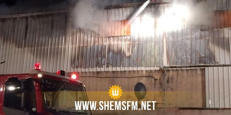 السيطرة على حريق نشب في أحد المستودعات الجانبية لسوق الجملة ببئر القصعة