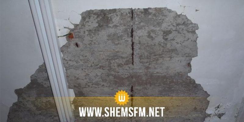 Beja : une partie de l'enduit de ciment du toit d'un dispensaire à Teboursek s'écroule