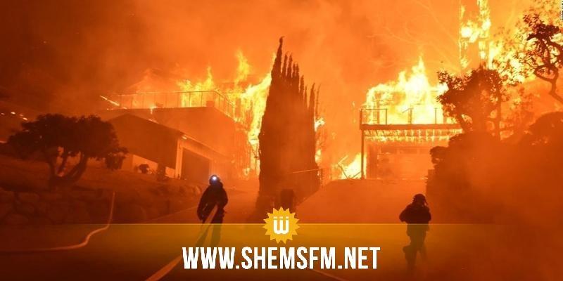 بالصور..حريق كاليفورنيـا يُدمر مئات المنازل والآلاف يفرون