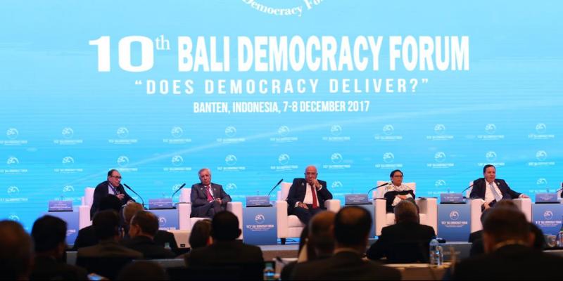 Jakarta : Jhinaoui renouvelle la condamnation par la Tunisie de la décision du président américain