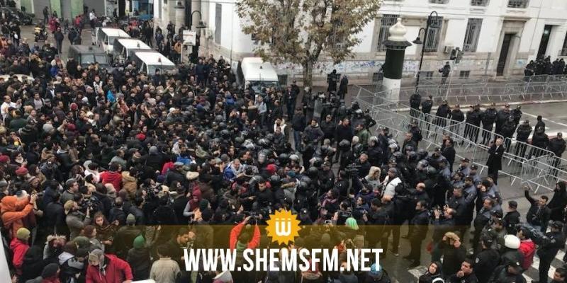 """العاصمة: مناوشات بين الامن ونشطاء حملة """"فاش نستناو"""""""