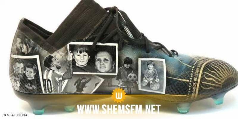 قصة حياة ميسي في لقطات مرسومة على أحذيته الجديدة