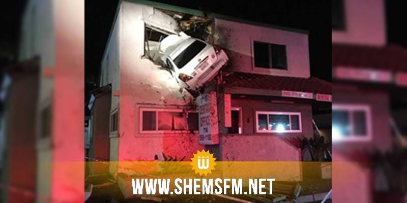 Californie : une voiture s'envole et finit encastré dans un immeuble (vidéo)