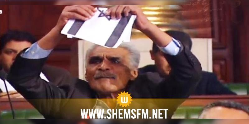 عمار عمروسية يمزق صورة علم الكيان الصهيوني ويهتف'عاشت فلسطين'