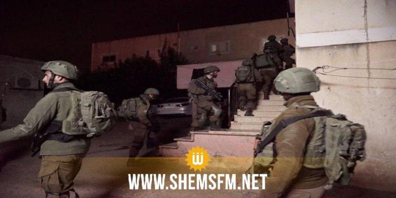 قوات الاحتلال تعتقل 30 فلسطينياً من الضفة الغربية