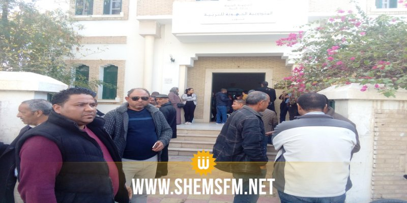 توزر: الأساتذة يدخلون في اعتصام مفتوح بمندوبية التربية