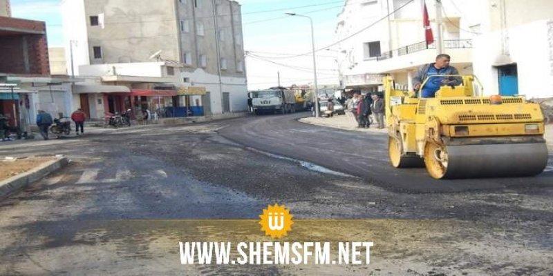 صفاقس: بلدية العامرة تجبر مقاولا على إعادة بناء الطريق لعدم مطابقته لكراس الشروط