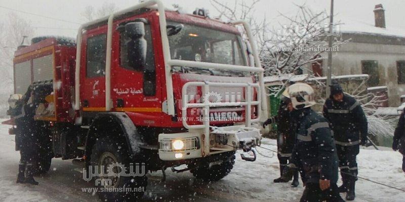 تساقط الثلوج في عين دراهم: تعليق الدروس والحماية المدنية تتدخل لإخراج السيارات(صور)