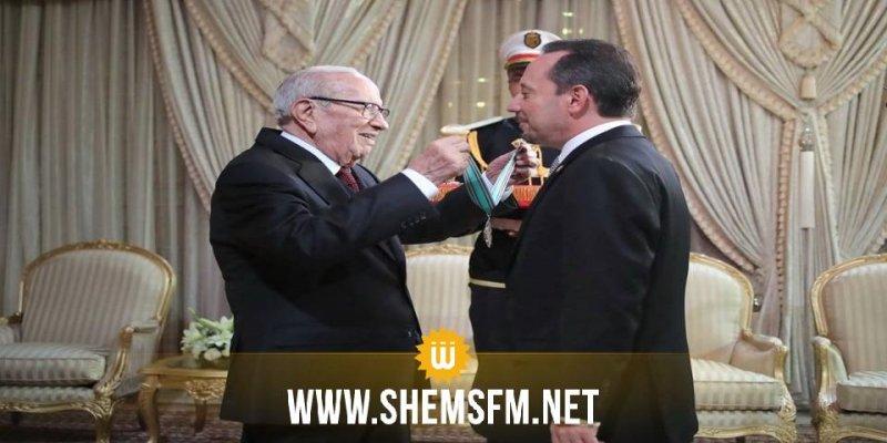 رئيس الدولة يمنح الصنف الأول من وسام الجمهورية للسفير الأمريكي