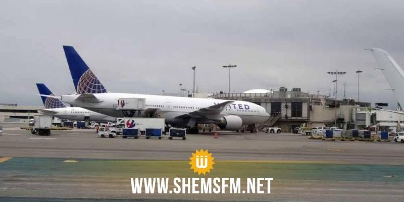 إمرأة شبه عارية تغلق مطارا أمريكيا