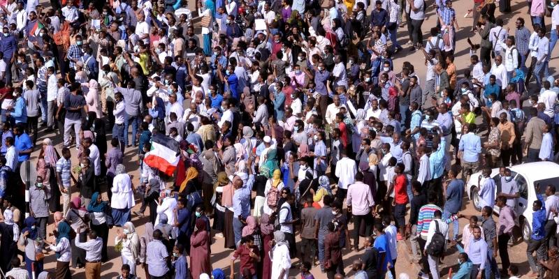 السودان: إحالة وزير الدفاع ومدير جهاز الأمن والمخابرات على التقاعد