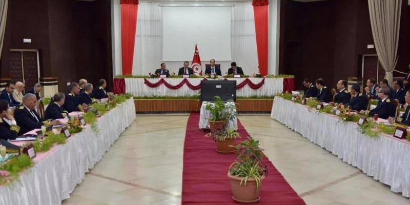 رئيس الحكومة يحث الولاة على التصدي للاحتكار ومراقبة مسالك التوزيع