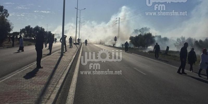 استعمال الغاز المسيل للدموع لتفريق احتجاج عمال مصنع الألبان بسيدي بوعلي