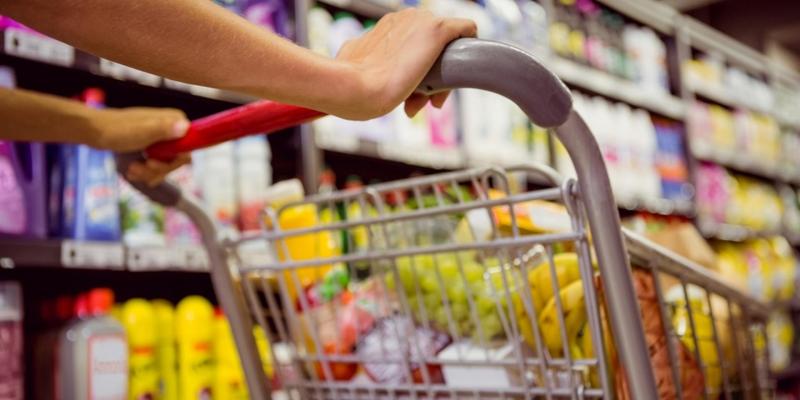 كاتب الدولة للتجارة الداخلية يؤكد توفر كل المواد الاستهلاكية خلال شهر رمضان