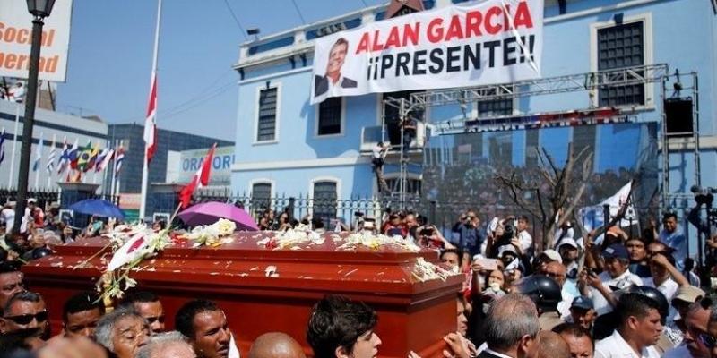 بيرو: مصرع 8 أشخاص كانوا متجهين إلى جنازة الرئيس الأسبق آلان غارسيا