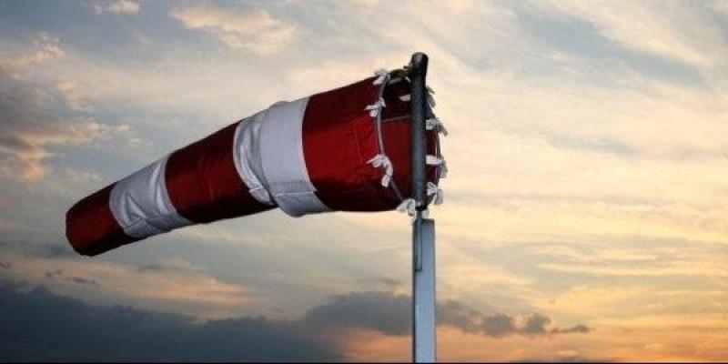 الرياح تتجاوز 80 كم/س والأنشطة البحرية ممنوعة