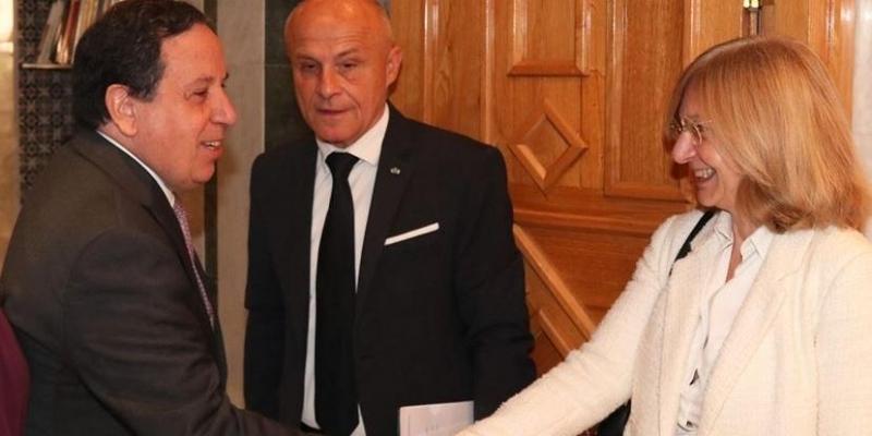 تطورات الأوضاع في ليبيا محور لقاء وزير الخارجية بسفير فرنسا في تونس