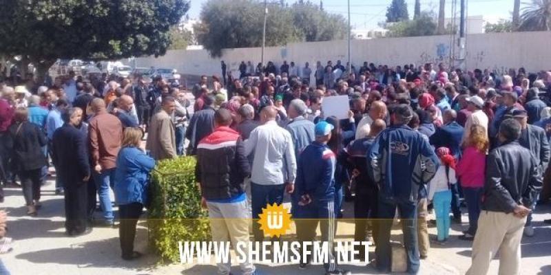 على وقع الإضراب العام: تجمع عمالي أمام مقر الإتحاد الجهوي للشغل بسيدي بوزيد