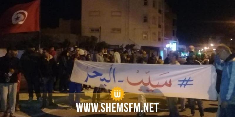 المهدية: أهالي رجيش ينفّذون احتجاجات ليلية رفضا لسكب مياه الصّرف الصحّي في البحر