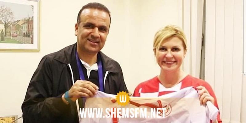 Wadii Jarii offre à la présidente Croate le maillot de l'équipe nationale (Photos)