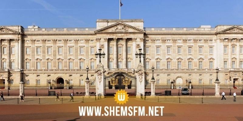 La reine Elizabeth II quitte Buckingham Palace suite à une invasion de rats