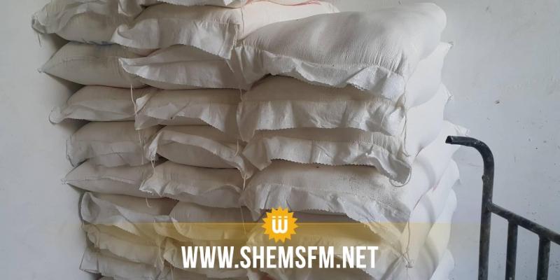 القصرين: المراقبة الإقتصادية تحجز 44 طنا من الفرينة والسكر وآلاف اللترات من الزيت