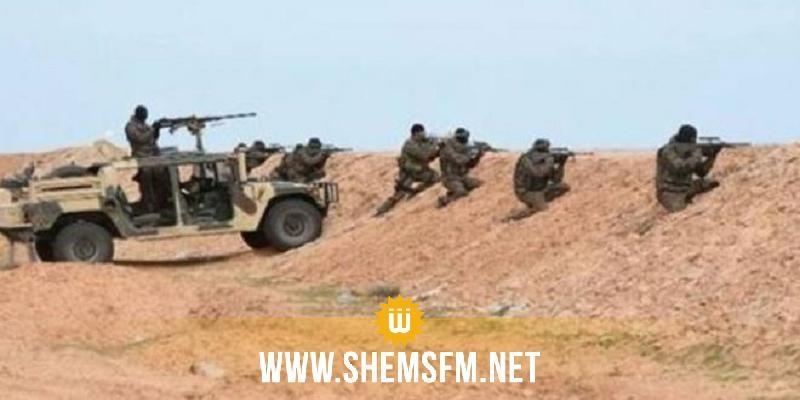 الوحدات العسكرية العاملة بقطاع رمادة توقف سيارتي تهريب على مستوى الساتر الترابي