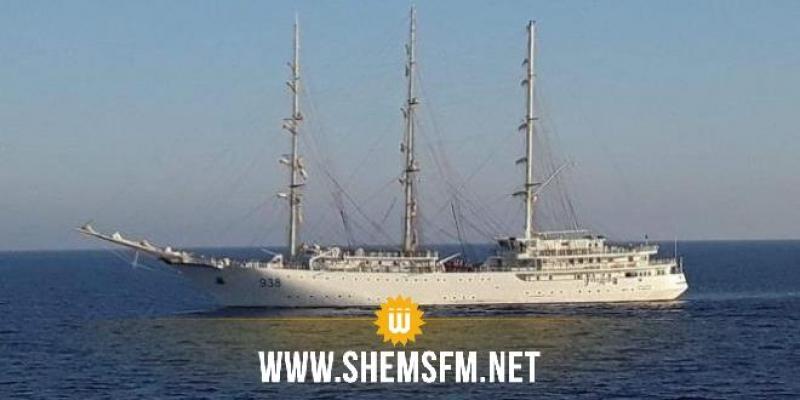 السفينة الشراعية العسكرية الجزائرية 'ملاح' ترسي بميناء حلق الوادي