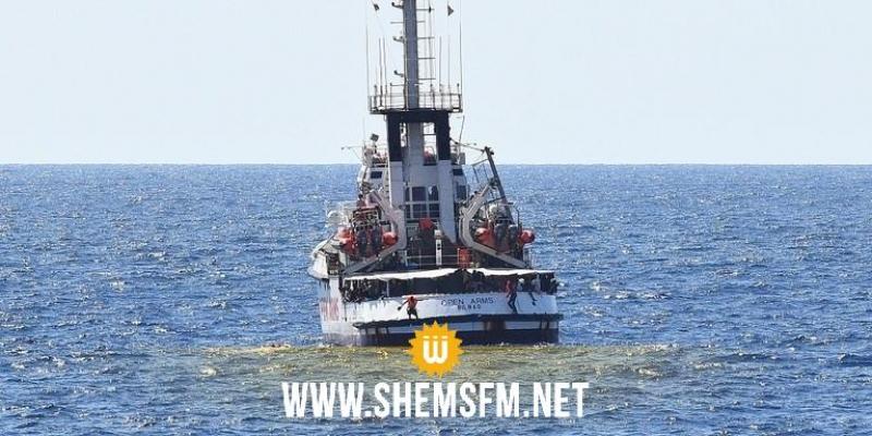 إيطاليا تقرر احتجاز سفينة مهاجرين عالقة قرب سواحلها