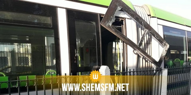(بالصور) خروج العربة الخلفية 'للمترو عدد 4' عن السكة على مستوى محطة باردو