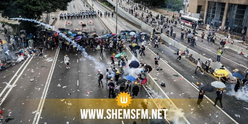 الشرطة في هونغ كونغ تعتقل 29 شخصا بعد إشتباكات خلال الليل