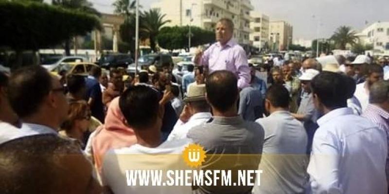 Produits chimiques enterrés à Sidi Bouzid : rassemblement de soutien à l'avocat ayant dénoncé l'affaire