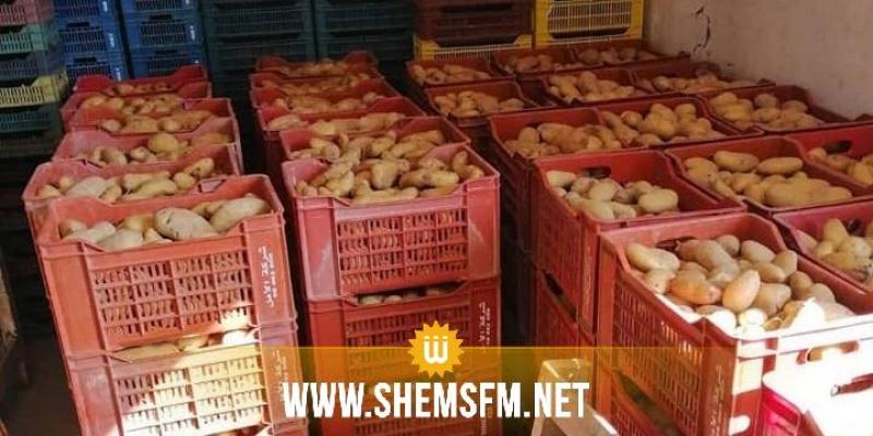 راس الجبل: وكيل بيع بالجملة يحتكر 265 طنا من البطاطا المحلية