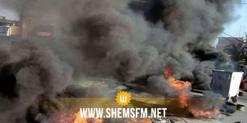 سيدي بوعلي: محتجون يحرقون معلقة إشهارية لمترشح للانتخابات الرئاسية