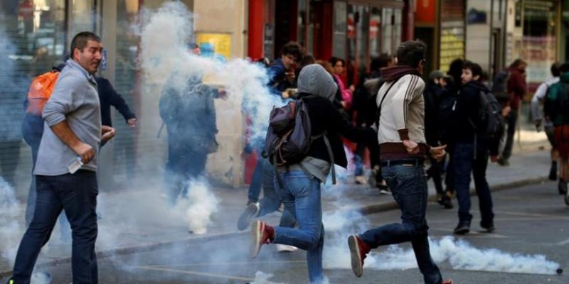 فرنسا: إيقاف العشرات من محتجي السترات الصفراء