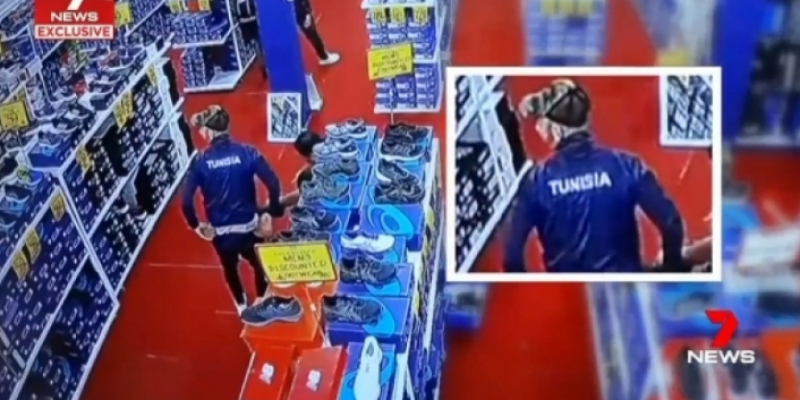 'سرقة عدد من لاعبي منتخب الميني فوت أحذية في أستراليا': اللاعب عمر الناصري يقدم توضيحات
