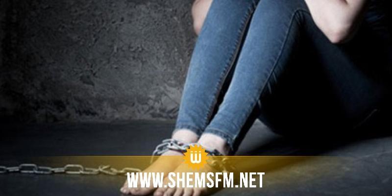 حي التضامن: العثور على طفلة مُقيّدة بسلسلة حديدية