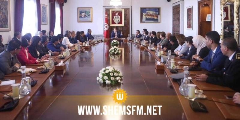 الشاهد يلتقي فريق العمل الذي اشتغل على ملف إخراج تونس من القائمة السوداء