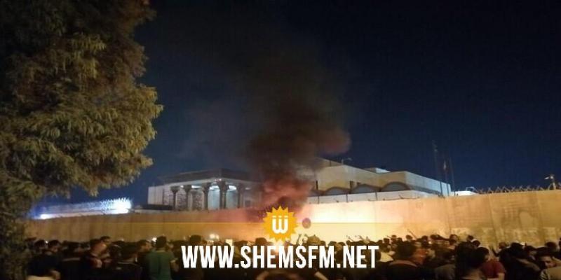 كربلاء: رفع الأعلام العراقية على مبنى قنصلية إيران