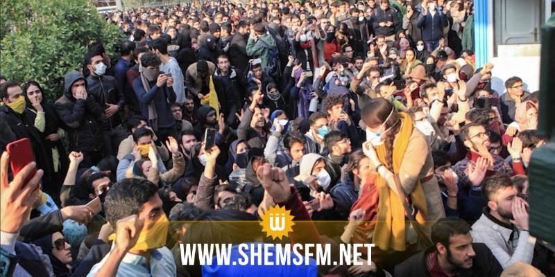 إيران: الإحتجاجات على أسعار البنزين تتحول إلى مظاهرات سياسية