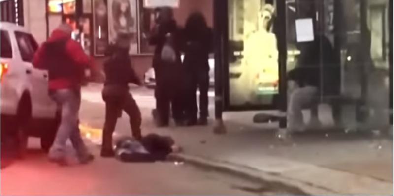 شيكاغو: إيقاف ضابط أسقط رجلا على الأرض خلال إلقاء القبض عليه