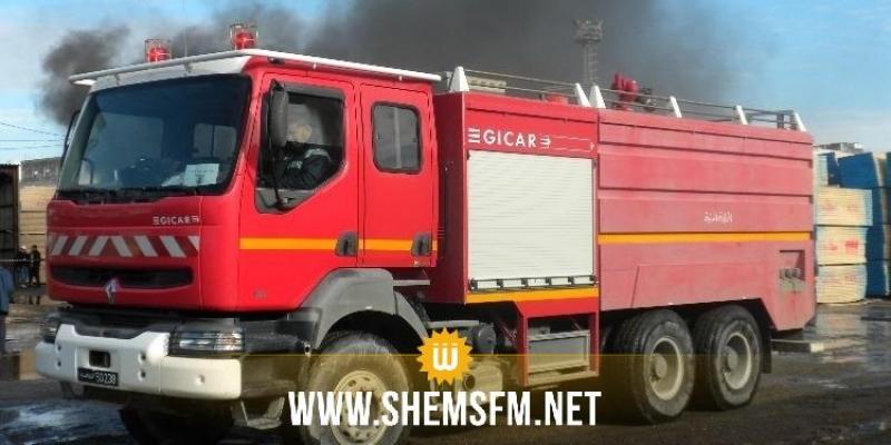 الفوار: عدد من الأهالي يحتجزون شاحنة إطفاء